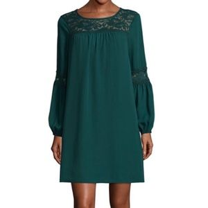 Dresses & Skirts - Embroidered lace dress